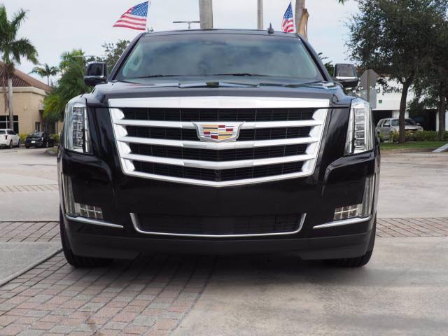 Cadillac Escalade 2WD Premium v8